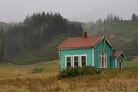 blackwater: BLACKWATER, NEW ZEALAND, DECEMBER 17: Old wooden school building in clouded countryside Editorial