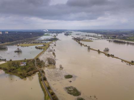 Flooded river landscape with submerged floodplains along river Rhine in winter period near wageningen, the Netherlands 版權商用圖片