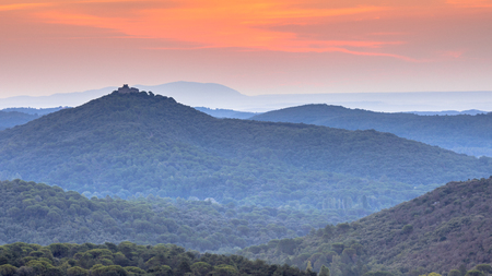 Orange Sunrise over hills of Cevennes national park near Monoblet, Occitanie, Southern France Imagens