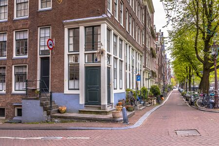 Amsterdam canal street scene with historic houses and parked bicycles 版權商用圖片