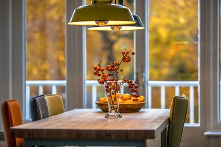 Autumn interior still life scene with red berries, oranges and yellow foliage background Banque d'images - 131758030