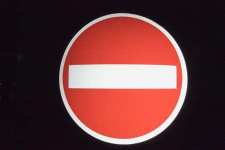 no entrance: No retroiluminado de se�al de entrada iluminada  Foto de archivo