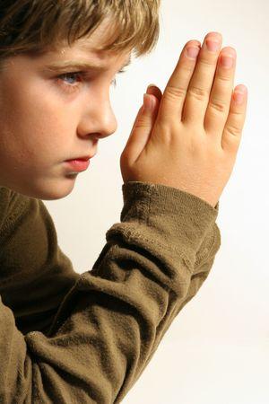 mains pri�re: Prier les mains des enfants