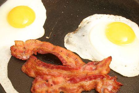 sizzle: bacon & eggs