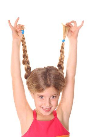 trenzas en el cabello: ni�a mostrando el pelo trenzado vertical upclose