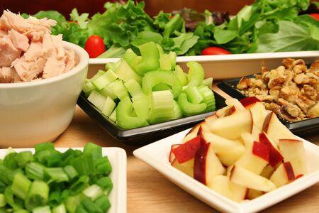 apple tuna walnut salad ingredients