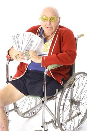handicap people: hombre de handicap con montones de dinero