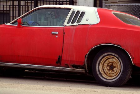Rusty old red muscle car Banco de Imagens