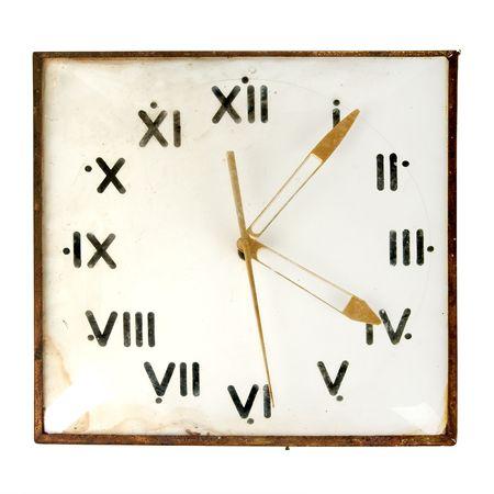 orologio da parete: Polverosi retr� parete orologio isolati su sfondo bianco  Archivio Fotografico