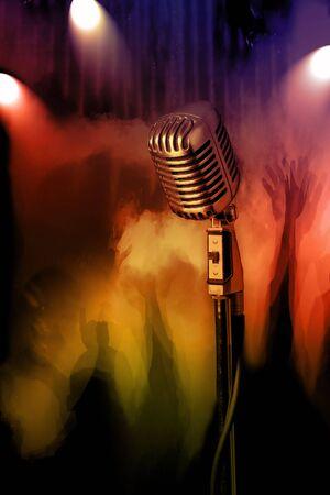 voices: Retro micr�fono con multitud de conciertos en el fondo