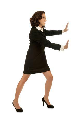 Jeune femme d'affaires attrayant le transfert d'un objet invisible