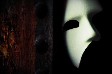 Masquerade - Phantom der Oper Maske auf Rusty Br�cke Column Lizenzfreie Bilder