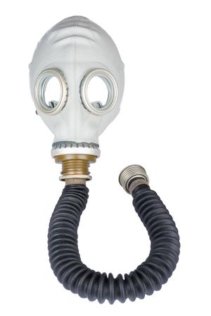 mundo contaminado: Máscara de gas retro con manguera aislada sobre fondo blanco Foto de archivo