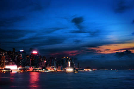 far east: Colorido atardecer en Kowloon de Hong Kong Editorial