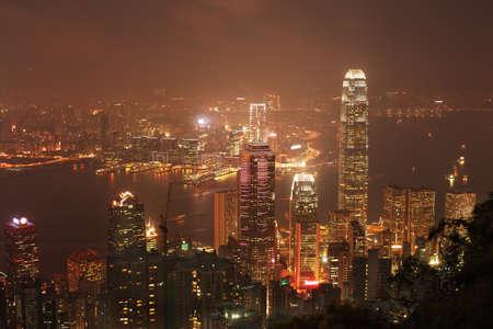 far east: Noche de oro del puerto de Victoria de Hong Kong