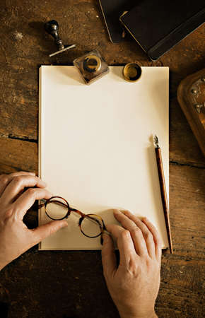 testament schreiben: Vintage letter and communication concept.
