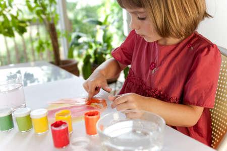 子の手の絵画