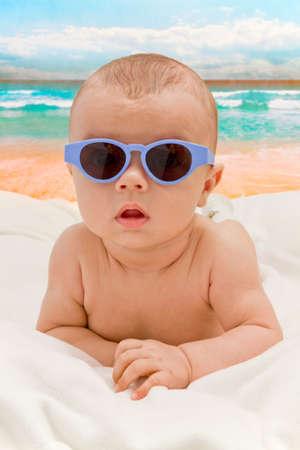 面白い赤ちゃんの浜辺のサングラス
