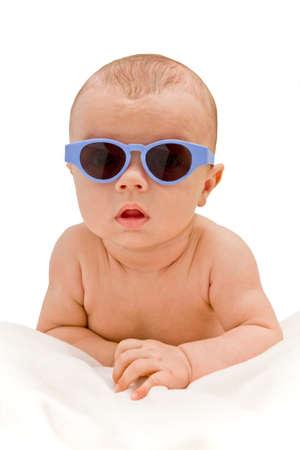 サングラス - 絶縁毛布の上に横たわってで面白い赤ちゃん