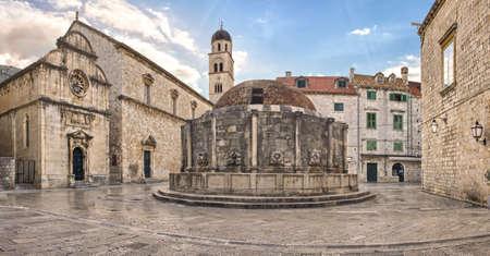 ドゥブロヴニク旧市街、クロアチアの大きなオノフリオの噴水 写真素材
