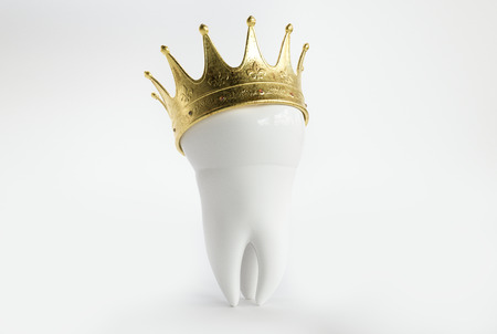 Tooth with a crown - 3D Rendering