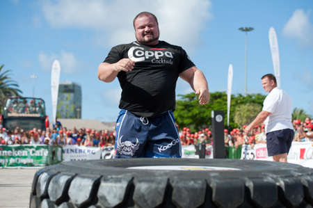 CANARY ISLANDS - SEPTEMBER 03: Warrick Brant (l) from Australia during Strongman Champions League in Las Palmas September 03, 2011 in Canary Islands, Spain  Stock Photo - 10559052