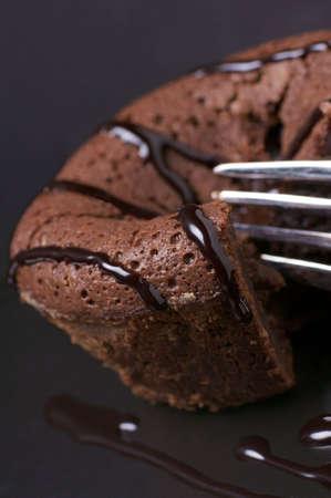 チョコレートの溶岩ケーキ デザート ソース添え 写真素材