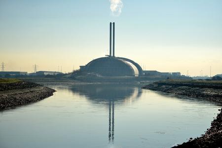 incinerator: Incinerator in Newhaven, UK, providing power generation