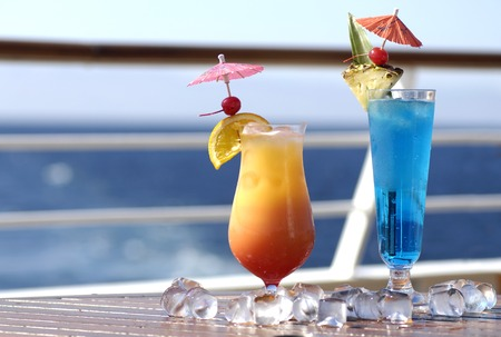 Colorful holiday cocktails on cruise ship Standard-Bild