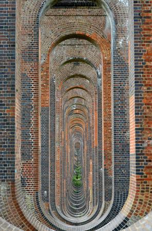 paredes de ladrillos: Brickwork in victorian viaduct arches and columns Foto de archivo