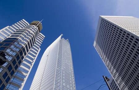 背の高い建物 2