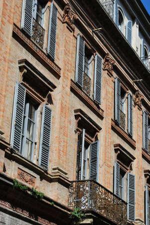 Antigua casa hist�rica en el centro de la ciudad, Rimini, Italia  Foto de archivo - 7904820