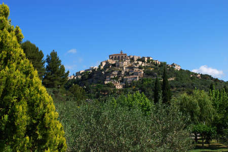 vaucluse: Landscape of Gordes village and countryside, Provence, France Stock Photo