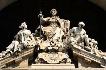 Justice Marble statue in the Palace of Justice in Rome 新聞圖片