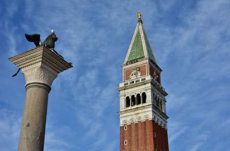 leon con alas: San Marcos campanario y Le�n con alas, dos de los m�s famosos s�mbolo de Venecia