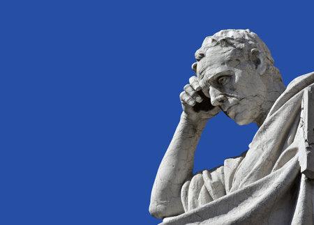 Detalle de una estatua de mármol de Salvio Julianius, un famoso jurista y político del antiguo Imperio Romano, frente a antiguo Palacio de Justicia en Roma (siglo 19) Foto de archivo - 53643565