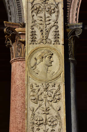 roman pillar: Effigy of a roman emperor from Loggia del Consiglio pillar. A beautiful example of reinassance art and architecture in Verona (15th century) Editorial