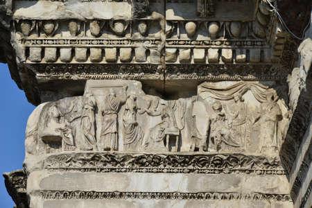friso: Escenas de tejer en el Foro de Nerva en Roma antigua friso Foto de archivo