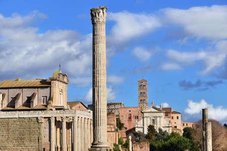 templo romano: Roman Forum columns, temples, and churches in the center of Rome
