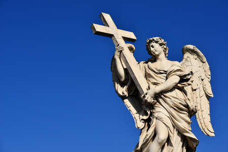 Angel holding Holy Cross statue, a 17th century baroque masterpiece in Rome (with copy space) Banque d'images