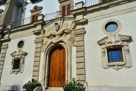 Rome, Italie, 15 avril 2017: l'entrée grotesque du palais Zuccari construite entre les XVIe et XVIIe siècles dans le style maniérisme au centre de Rome