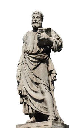 Saint Pierre tenant la clef de la statue du ciel sur le Pont de l'Ange-Sacré à Rome, fabriqué au 17ème siècle par le sculpteur Lorenzetto (isolé sur fond blanc)
