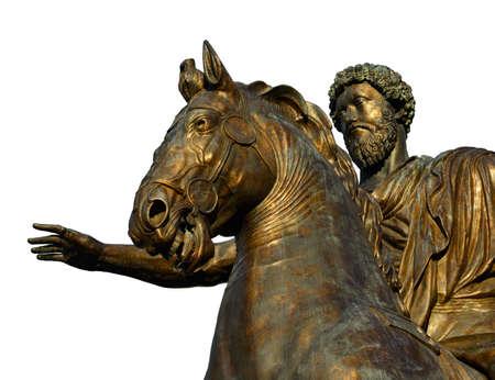 Marcus Aurelius Roman Emperor statue équestre en bronze au centre de la place Capitol Hill à Rome (isolé sur fond blanc)