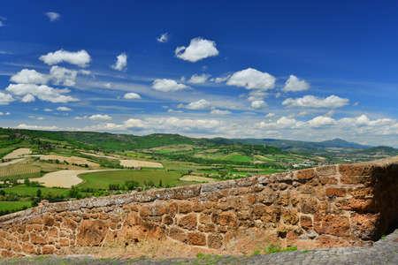 Orvieto anciens murs médiévaux et panorama national Banque d'images