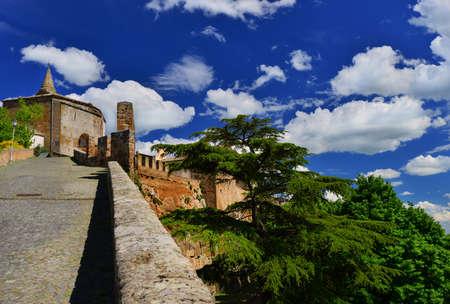 オルヴィエートの古代中世の市街壁