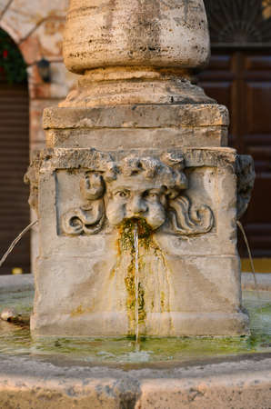 Fontaine Old Aqua Virgo au centre de la place San Simeone à Rome, faite au 16ème et 17ème siècle
