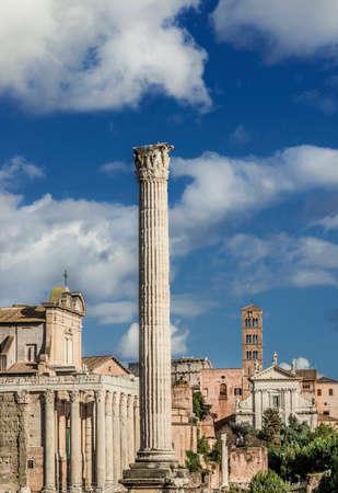 Forum Romain ruines et églises anciennes avec la Colonne des Phocas Banque d'images