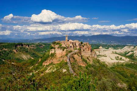 """Civita di Bagnoregio """"le centre historique médiéval qui mourra"""" près de Rome Banque d'images"""