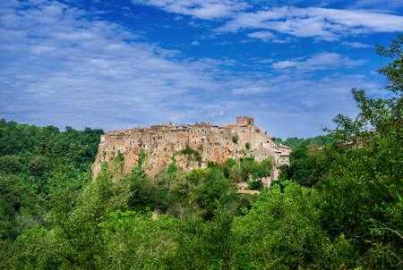 Centre historique fortifié de la ville médiévale de Calcata près de Rome