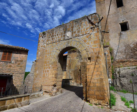 Medieval gate with old noble emblem of the ruined walls of of Faleria, a small town near Rome  Banque d'images